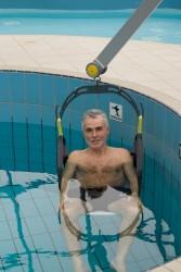 Klassische Standard-Einhängevorrichtung , Der Schwimmbadlifter , Badesitz